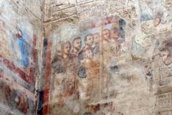 遺跡は後の時代に教会として使われたこともあり、キリスト教の聖人像が描かれた壁もあるんですね。