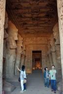 神殿内部は撮影禁止、ただし入り口から中は撮っても良いよと門番のおじさんが言ってました。
