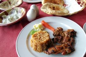 食べ物は一般に香辛料をたくさん使う料理が多いのですが美味しくいただけました。