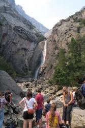 夏のシーズンで、観光客もたくさん。