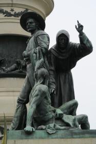 市庁舎広場の銅像、インディアンを改宗させる聖職者像、撤去される予定だとか