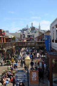 フィッシャーマンズワーフ、港の観光地。お店がたくさん。